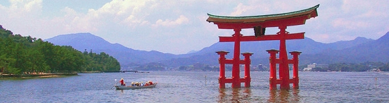 800px-Itsukushima_torii_distance