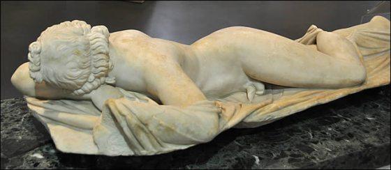hermaphrodite-endormi